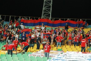 """Армения ни топи за циганите. Арменските фенове не останаха доволни от скандиранията """"Цигани!"""""""